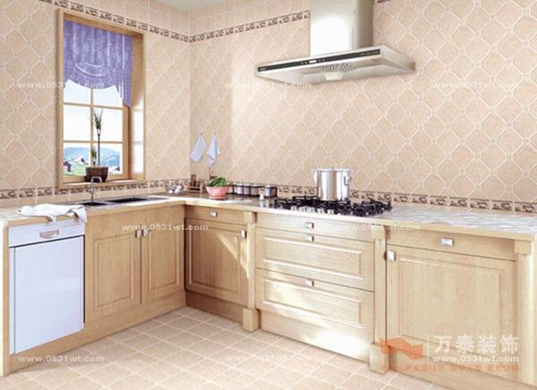 厨房作为一个功能间越来越受人们的重视,而厨房的墙面瓷砖也倍受关注。万泰小编帮您了解一下:  陶瓷加釉面的处理加工后,易洁易打理,耐磨损,耐酸碱等特点,加上可制出各种不同装饰特性的纹路与造型装饰瓷片,加上明亮的光泽,用于厨房墙面装点,能够收获非常出色的耐用性与装饰效果。  大部分田园风格的室内厨房,以带有仿古特质的瓷砖,如砖红色或灰色系的瓷砖用以搭配,加上古典风格的装饰性腰线,可收获非常出色的搭配效果。  对于现代风格的家居墙面,以黑与白两种时尚色系的瓷砖用于墙面铺装,能带给人一种强烈的潮流时尚质感。  不