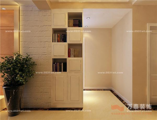 设计说明:本方案为现代简约,本方案装修简单,颜色温馨,色差较小,通过材料的质地产生的碰撞来体现不一样的效果。把影视墙列为装修重点,影视墙两面的砖墙体现自然怀旧的风情,中间为硬包,虚实结合,中间用香槟金镜框线来收边,低调,简单,又不失档次。其他的地方通过家具搭配来迎合整体。