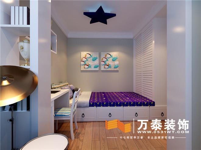 嵌入式衣柜的设计使主卧的空间更方正,飘窗的设计实现了功能的最大化.