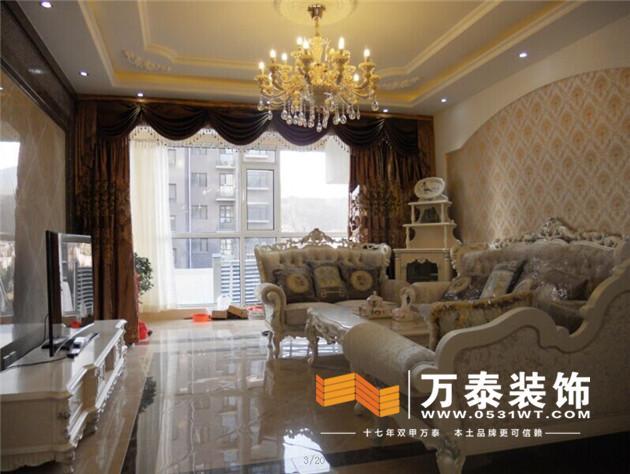 以及沙发背景的弧形造型,在到顶面叠级的吊顶,都是把欧式的元素和氛