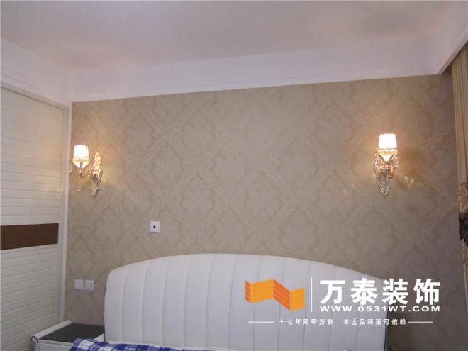装修材料主要以乳胶漆壁纸为主局部实用镜面