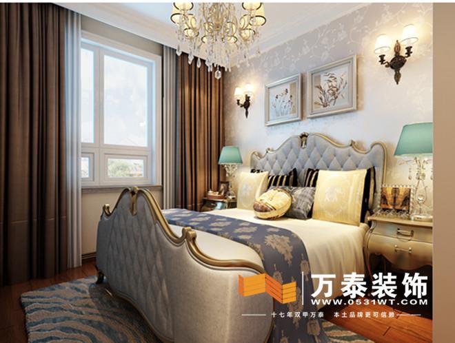 阳光100五期-客厅的装修效果图: 影视墙采用镜面和硬包相结合,用