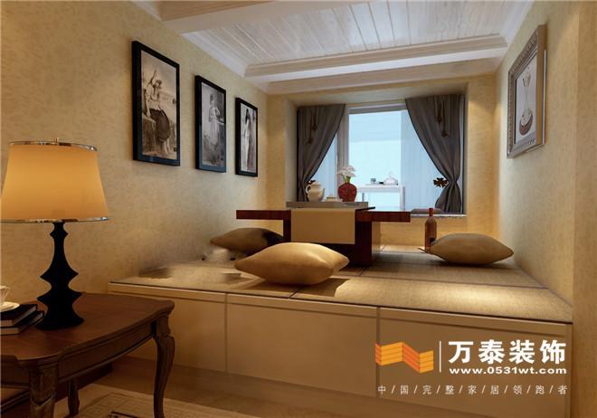 客厅沙发背影墙:大面积的落地窗的设计让空间的光线
