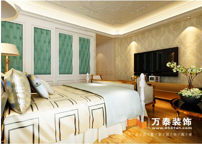 顶面与墙面都使用了法式的造型石膏线来呼应整体风格,用壁布的色彩图片