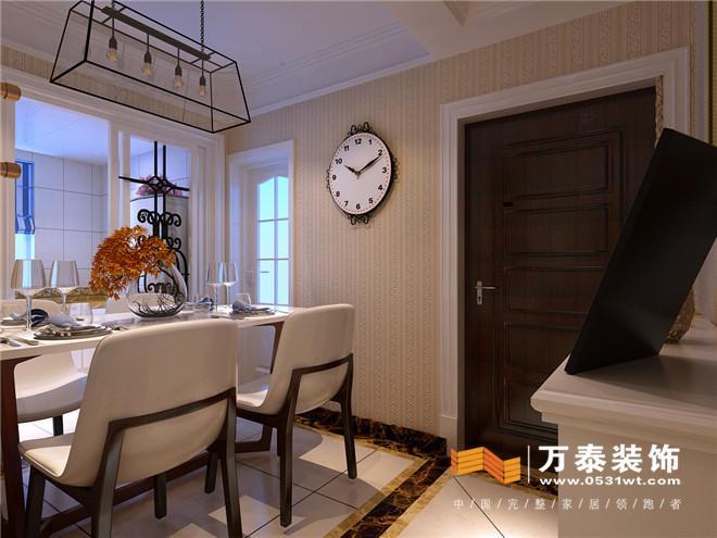 客厅影视墙: 影视墙简化的欧式罗马柱及跟沙发色调相映成趣的欧式