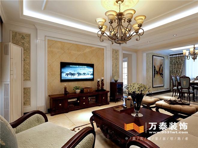 客厅:利用吊顶将客餐厅和走廊很好的划分开,客户不喜欢射灯,所以在设计的时候只在走廊点缀了光源,客厅地面的串边没有将客厅和走廊区分开,扩大了整个客厅区域的感觉,影视墙的设计采用的石膏线加罗马柱,增添整个欧式的氛围,整体以暖色调为主,配以深色的家具,从而稳重之间不失活泼。