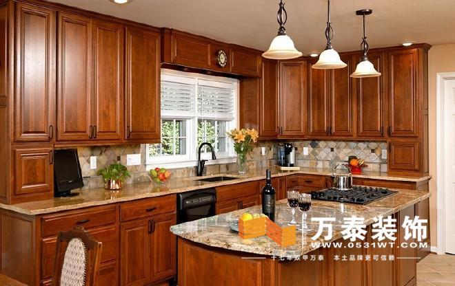 美式厨房装修风格里面的岛台设计可以在第一瞬间戳中痛点,光是放一瓶