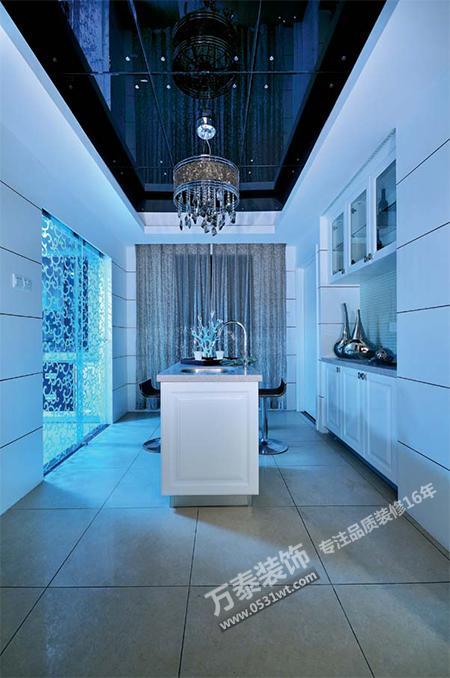 后现代风格强调建筑及室内设计应具有历史的延续性,但又不拘泥于传统