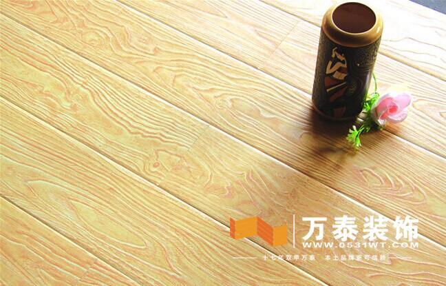 遇有热胀冷缩时,大块木地板更容易裂缝,反弹等.