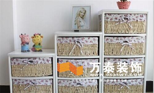 这款收纳柜柳编纯手工制作,抽屉为木胶粘板,桌面为高密度板.
