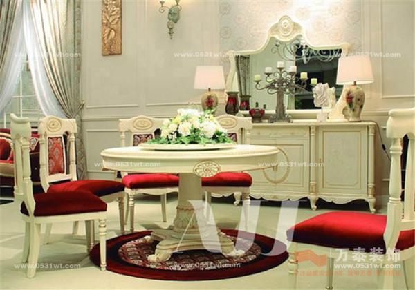 欧式家具更崇尚礼仪,而美式家具则更亲和