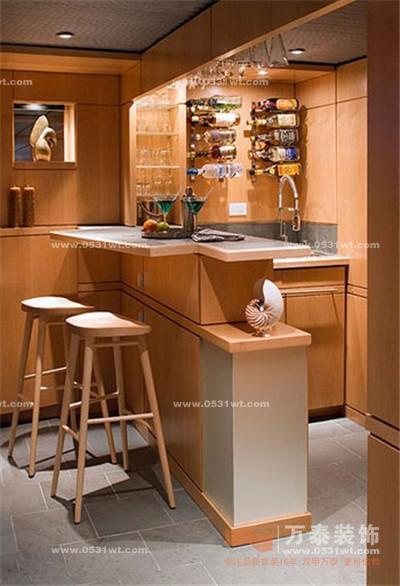家庭吧台装修效果图:以木色打造的小酒吧,自带暖度,格外温馨