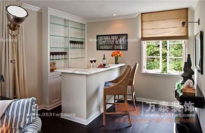 家庭吧台装修效果图:贴着客厅角落设计的小酒吧,却成了家中